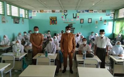 Pantau Penerapan Prokes Saat KBM, Waka II DPRD Provinsi Bengkulu Sidak ke SMAN 5